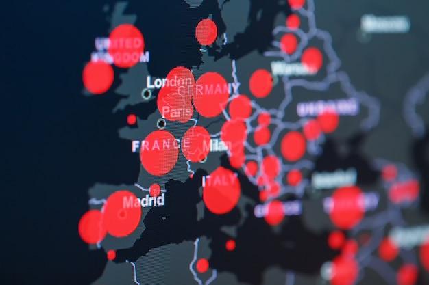 Pandemia di coronavirus covid-19 sulla mappa dell'europa con punti rossi dei centri di infezione. Foto Premium