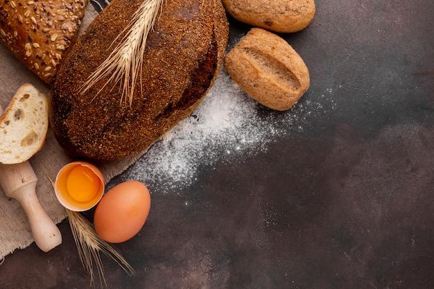 Pane croccante con uovo e farina Foto Gratuite