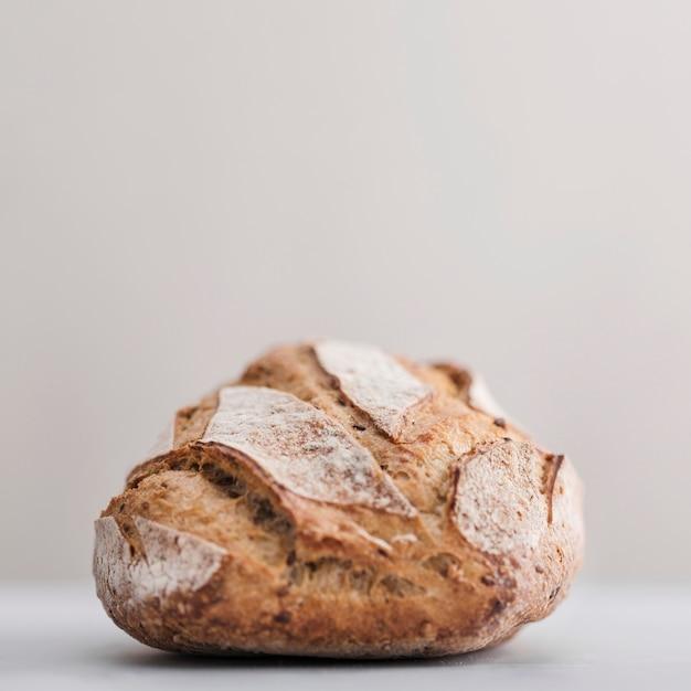 Pane fresco con sfondo bianco Foto Gratuite