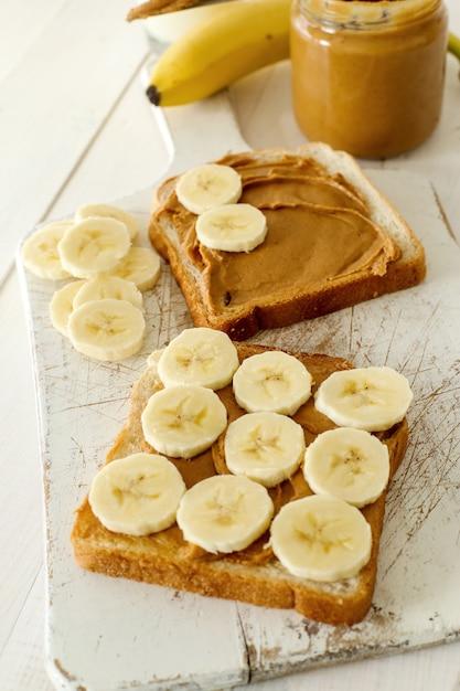 Panini al burro di arachidi con banana Foto Gratuite