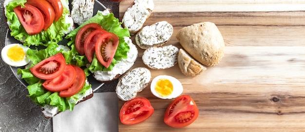 Panini e uova per merenda / pranzo salutari Foto Premium