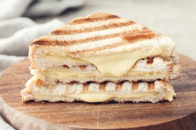 Panino con formaggio grigliato Foto Gratuite