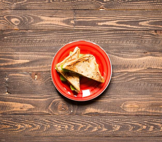 Panino vegano integrale con vari ingredienti per un pasto sano, Foto Premium