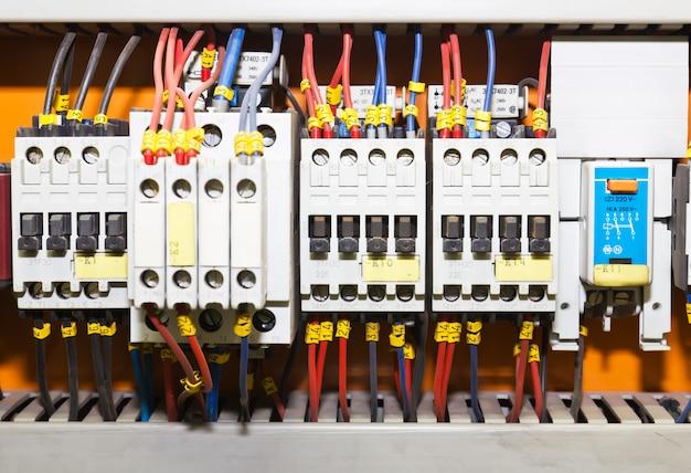 Pannello di controllo con interruttori automatici Foto Premium