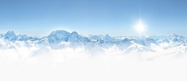 Panorama delle montagne invernali nella regione del caucaso, montagna elbrus, Foto Premium