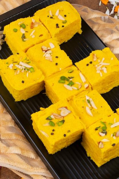 Papdi soan speciale tradizionale tradizionale indiano Foto Premium