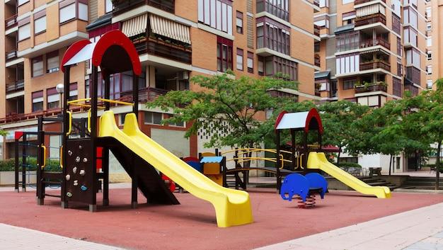 Parco giochi in via della città Foto Gratuite