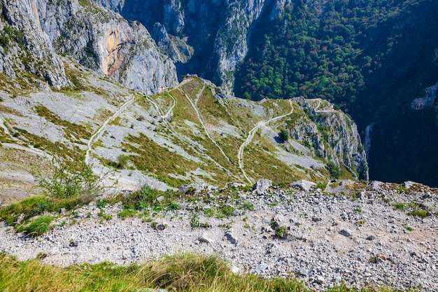 Parco nazionale dei picos de europa. spettacolare vista sulla strada di montagna a tresviso (cantabria - spagna) Foto Premium