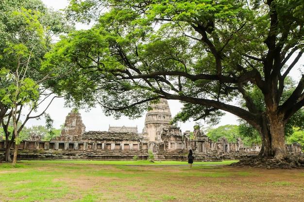 Parco storico di prasat hin phimai in nakorn ratchasima a nord-est della tailandia Foto Premium