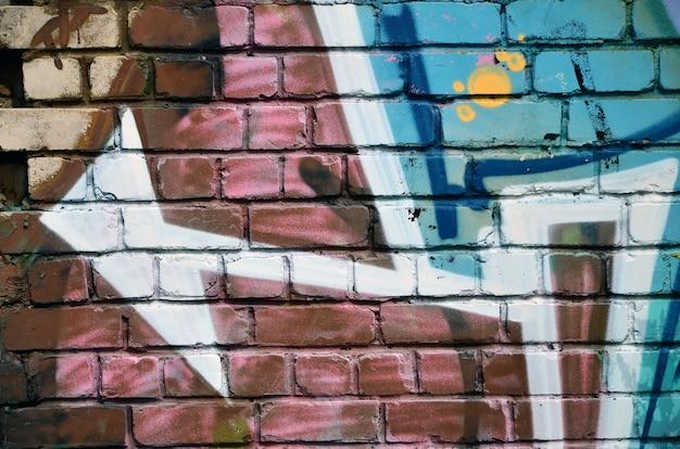 Parete decorata con graffiti astratti colorati. Foto Premium