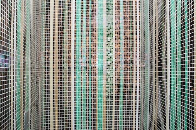 Parete di piastrelle di vetro colorato mosaico scaricare foto