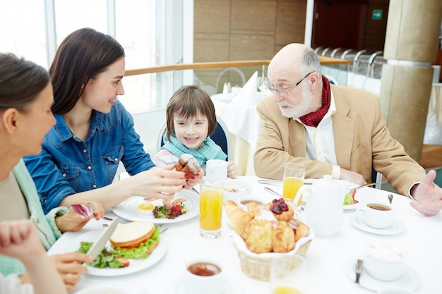 Parla a colazione Foto Gratuite
