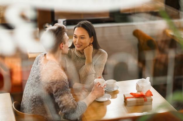 Parlare di fidanzatini Foto Gratuite