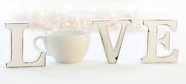 Parola amore e tazza di caffè Foto Gratuite