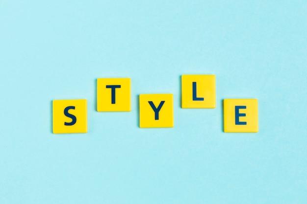 Parola di stile su piastrelle di scrabble Foto Gratuite