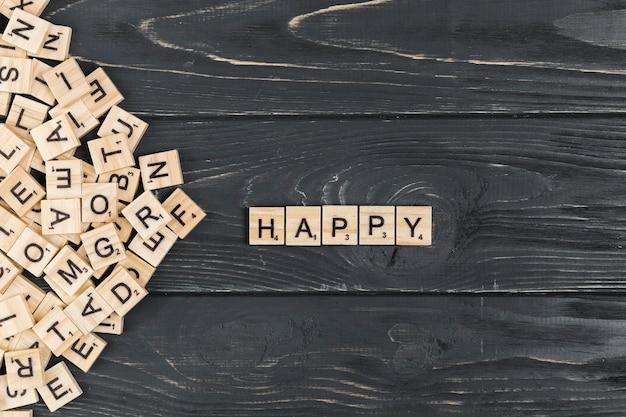 Parola felice su fondo in legno Foto Gratuite