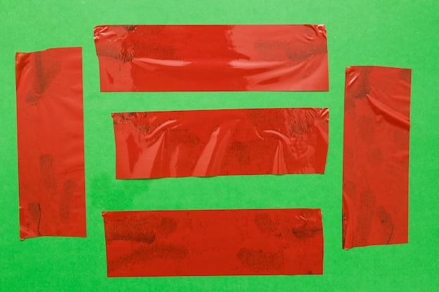 Parti differenti della burocrazia sulla parete verde Foto Gratuite