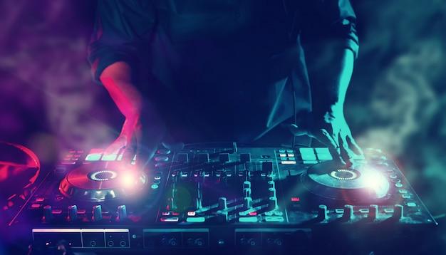 Party night club disc dj entertainment con edm dance music mixer giocatori con illuminazione e Foto Premium
