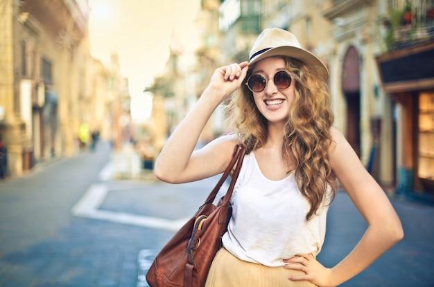 Passeggiata in città d'estate Foto Premium