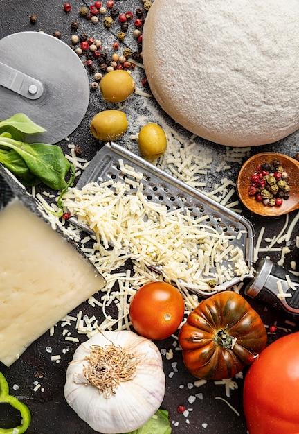 Pasta e ingredienti per la pizza Foto Gratuite