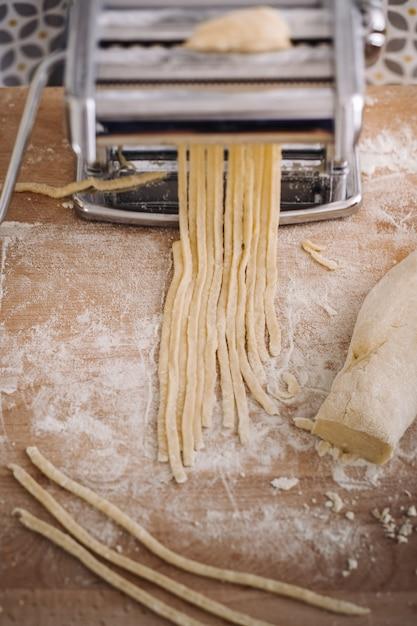 Pasta fatta in casa tradizionale Foto Premium