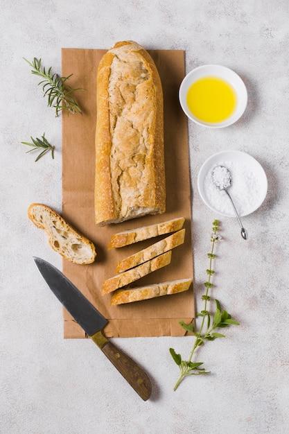 Pasto colazione con pane, uova e farina Foto Gratuite