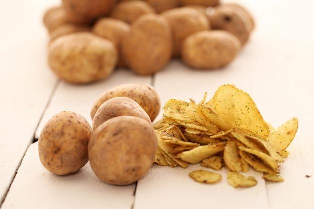 Patate e patatine rustiche non pelate Foto Gratuite