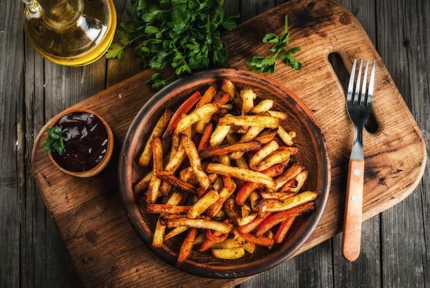 Patate fritte e carote Foto Premium