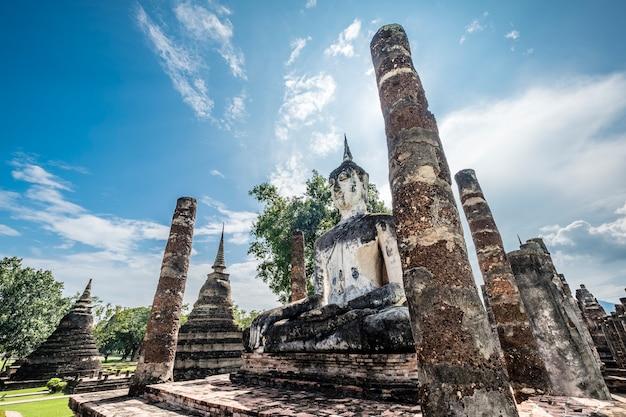 Patrimonio antico buddha e tempio in thailandia Foto Gratuite