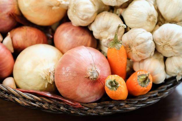 Pepe, cipolla e aglio, cucinare per la thailandia. Foto Premium