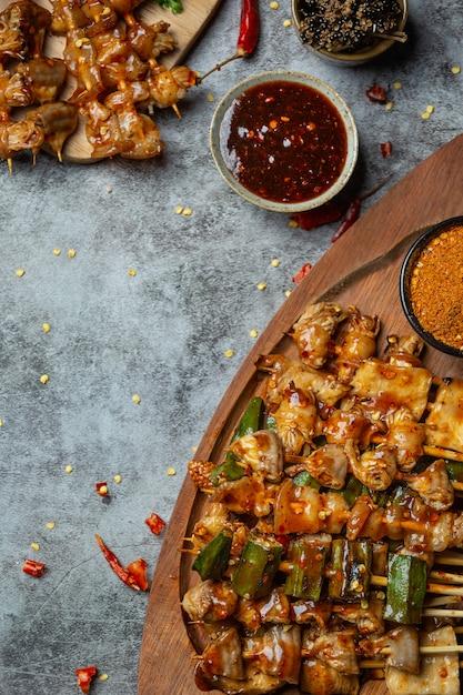 Peperoncino piccante grigliato si chiama maha decora il piatto magnificamente. Foto Gratuite