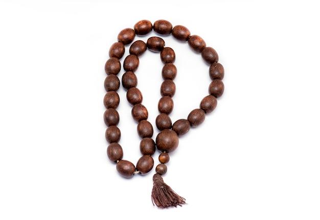 Perle di legno di religione isolate Foto Premium