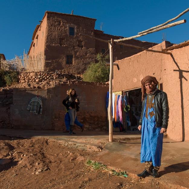 Persone alla fortezza, ait benhaddou, ouarzazate, souss-massa-draa, marocco Foto Premium