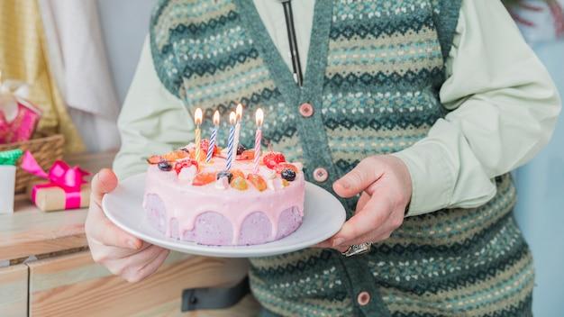 Persone anziane che festeggiano il compleanno Foto Gratuite