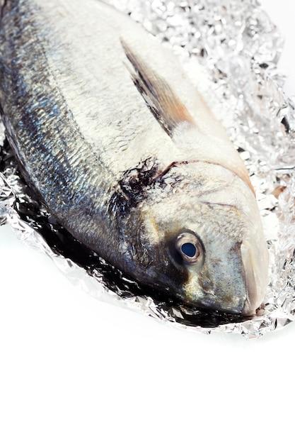 Pesce dorada fresco Foto Premium
