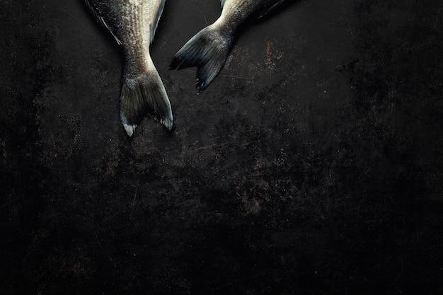 Pesce dorado con su scuro Foto Premium
