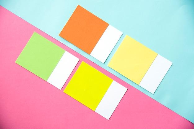 Pezzi vuoti di carte colorate Foto Gratuite