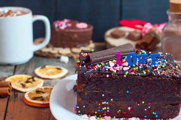 Pezzo di torta al cioccolato Foto Premium