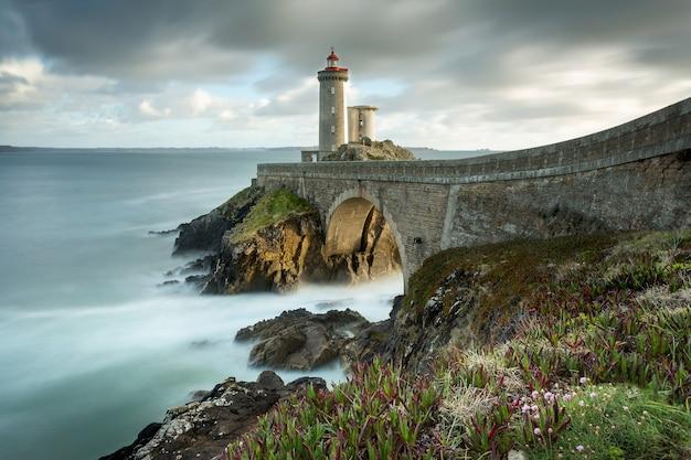 Phare du petit minou a plouzane, bretagna, francia Foto Premium