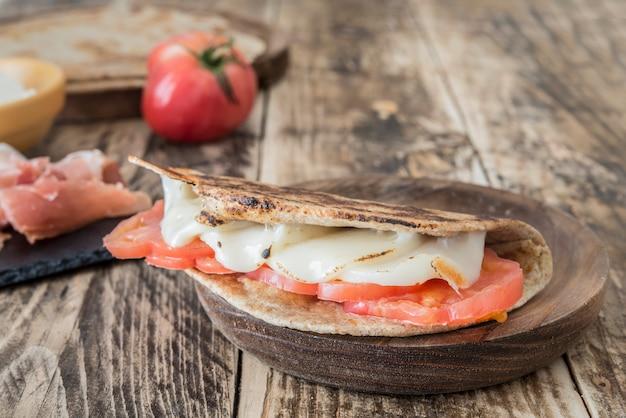 Piadina, cibo tipico italiano Foto Premium