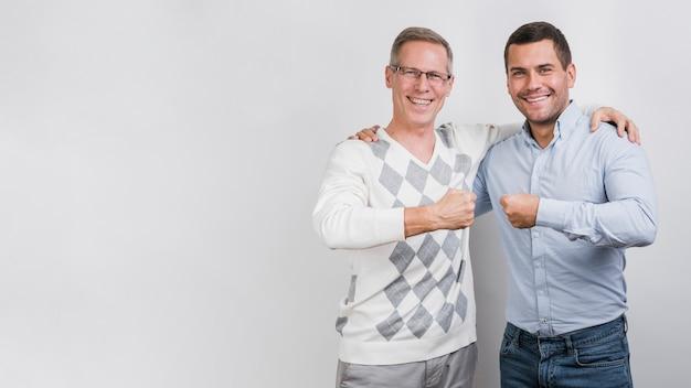 Piano americano di felice padre e figlio Foto Gratuite