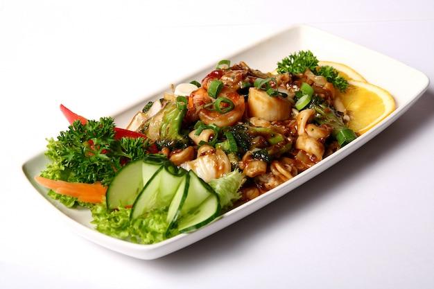 Piatto di carne con verdure Foto Gratuite