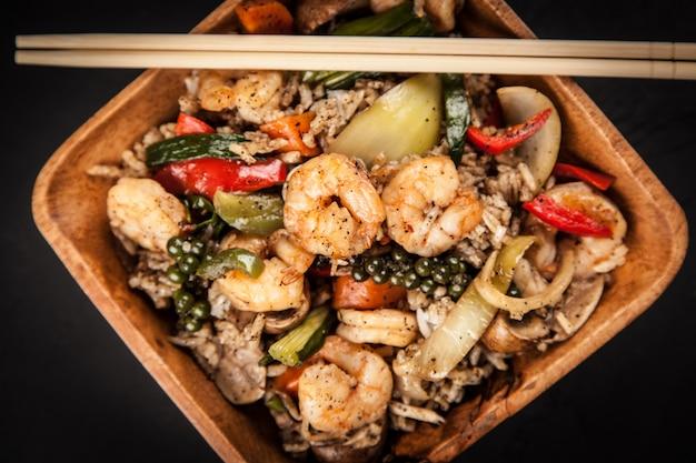 Piatto di riso con gamberetti Foto Premium