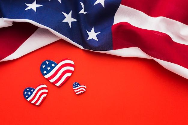 Piatto disteso di bandiere americane Foto Gratuite