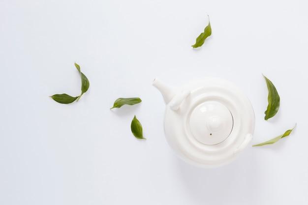 Piatto disteso di teiera bianca Foto Gratuite