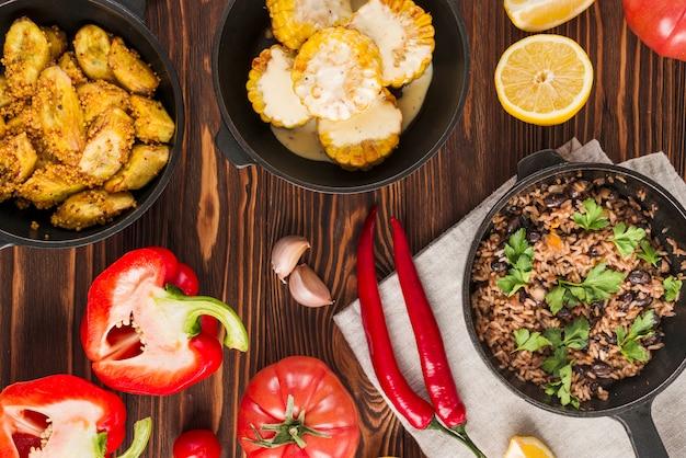 Piatto laici di cibo messicano Foto Gratuite