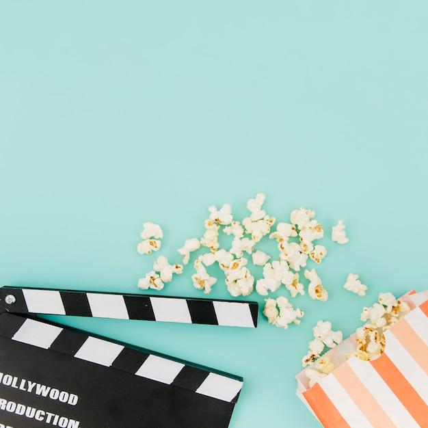 Piatto laici di elementi del cinema con copyspace Foto Gratuite