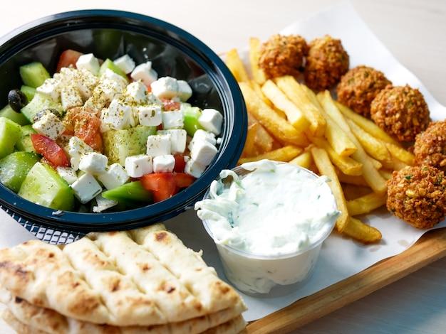 Piatto principale in un ristorante Foto Premium