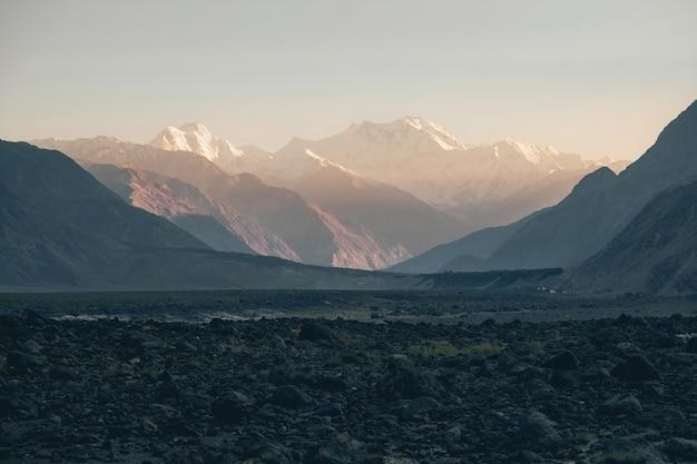Picco di nanga parbat o killer mountain nella gamma dell'himalaya al momento del tramonto. Foto Premium