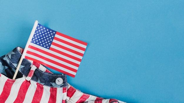 Piccola bandiera americana in tasca Foto Gratuite